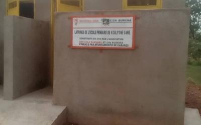 Nuevas letrinas para la escuela de Ourbi (Gaoua)