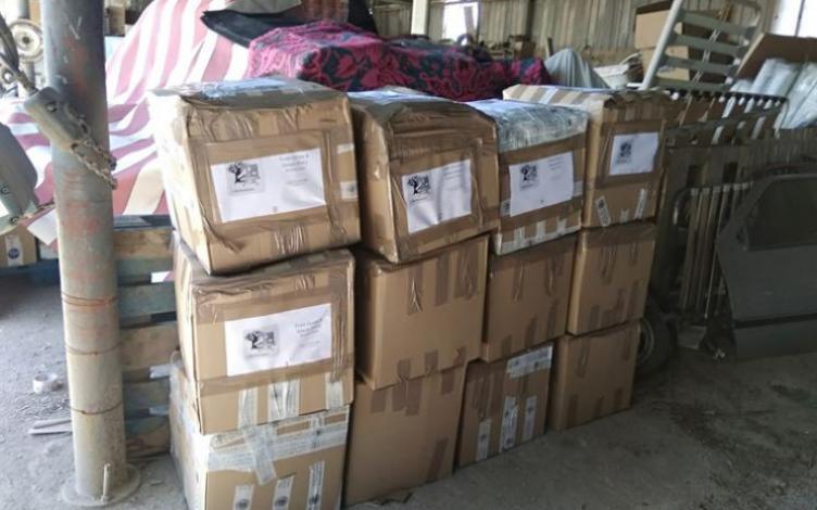 Ordenadores listos para ser introducidos en el contenedor